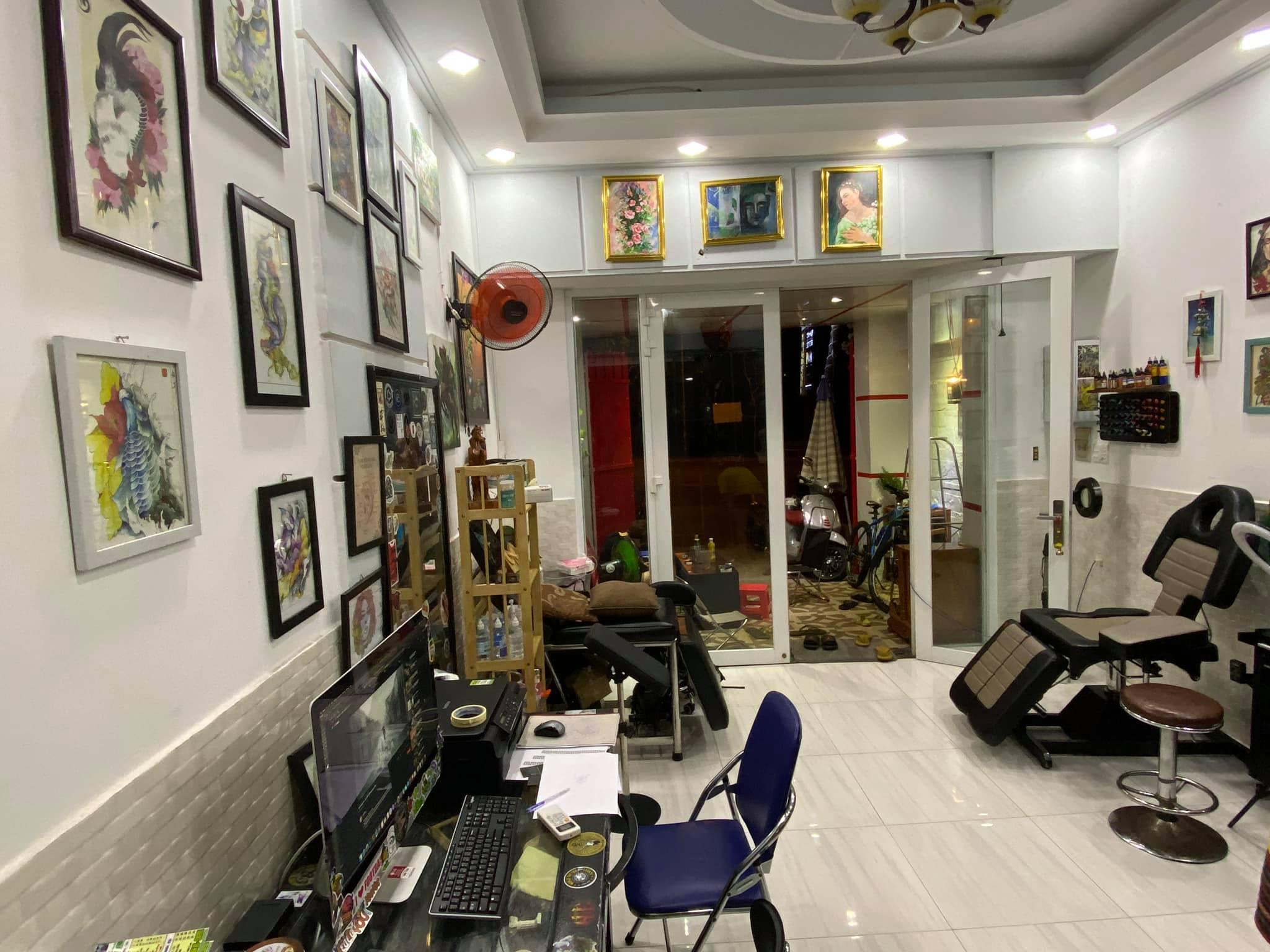 Toàn bộ không gian bên trong tại tiệm xăm quận 7 Micae Tattoo & Piercing Sài Gòn