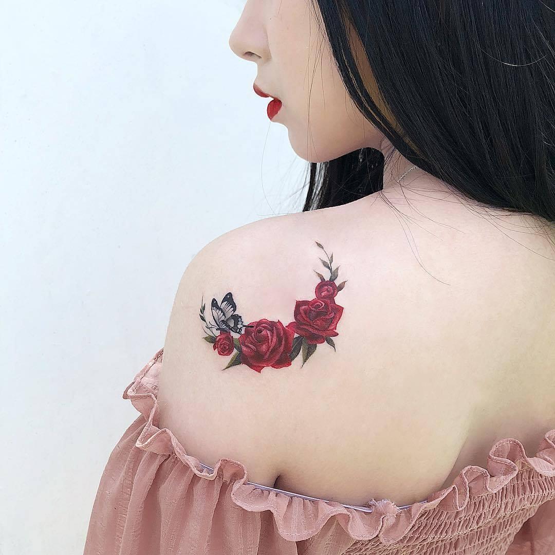 hình xăm hoa hồng trên vai Micae tattoo