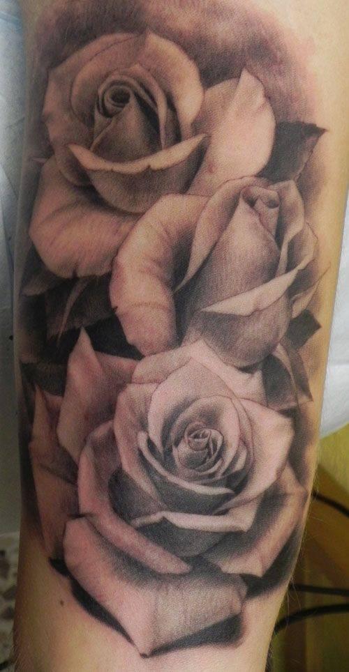 Đoá hồng xăm theo phong cách trắng đen