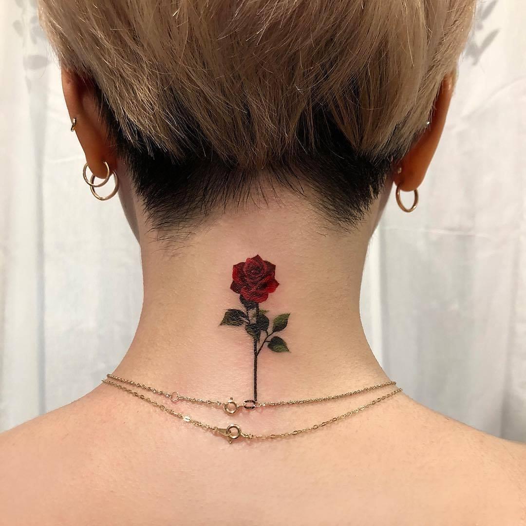 Bông hồng sau gáy cổ nhỏ nhắn xinh xắn